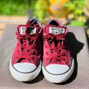 Converse burgundy and white Size 6.5
